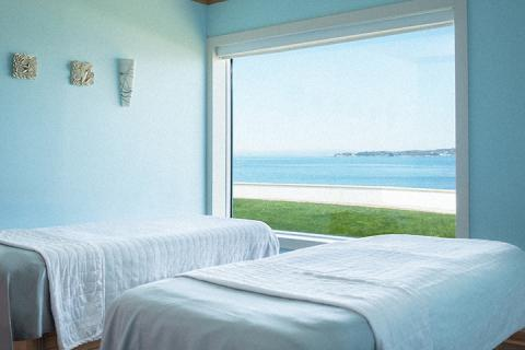 treatment room overlooking beach and ocean